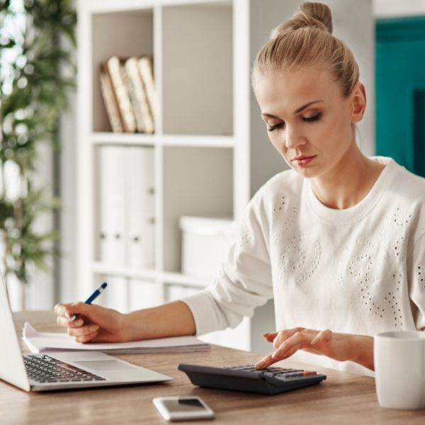 5 Budgeting Tips To Become A Financially Savvy Woman